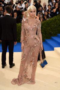 Kylie Jenner vestindo Atelier Versace