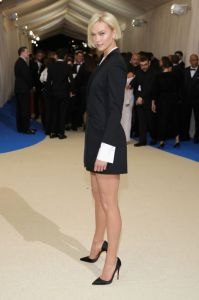 Karlie Kloss veste Carolina Herrera