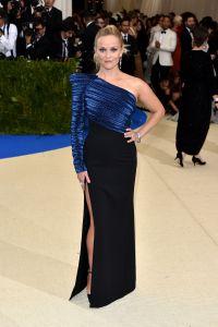 Reese Witherspoon vestindo Mugler.